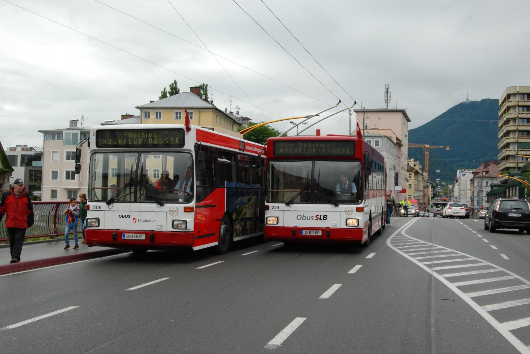 Die Obusse 208 und 224 auf der Lehener Brücke. Foto: Wolfgang Proisl