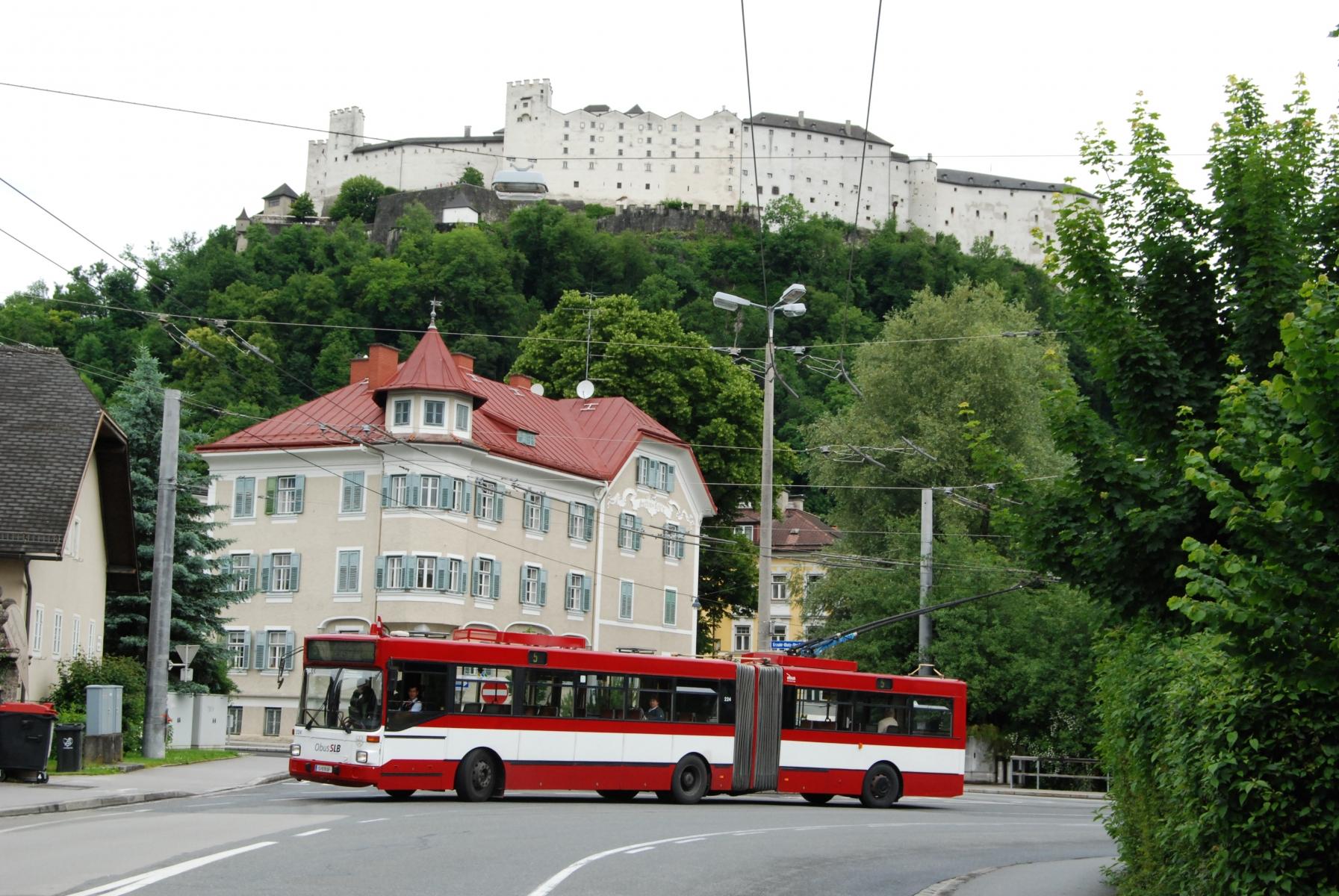 Obus 224 vor der Festung Hohensalzburg. Foto: Wolfgang Proisl