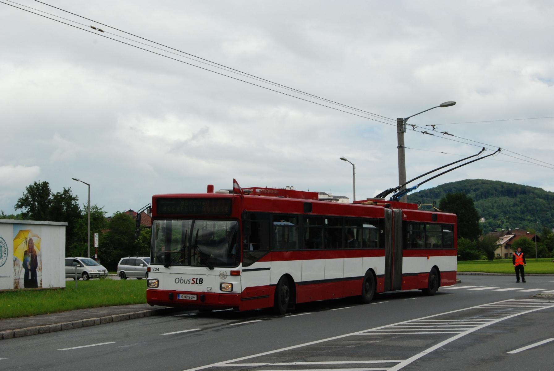 Obus 224 an der Nissenstraße. Foto: Wolfgang Proisl