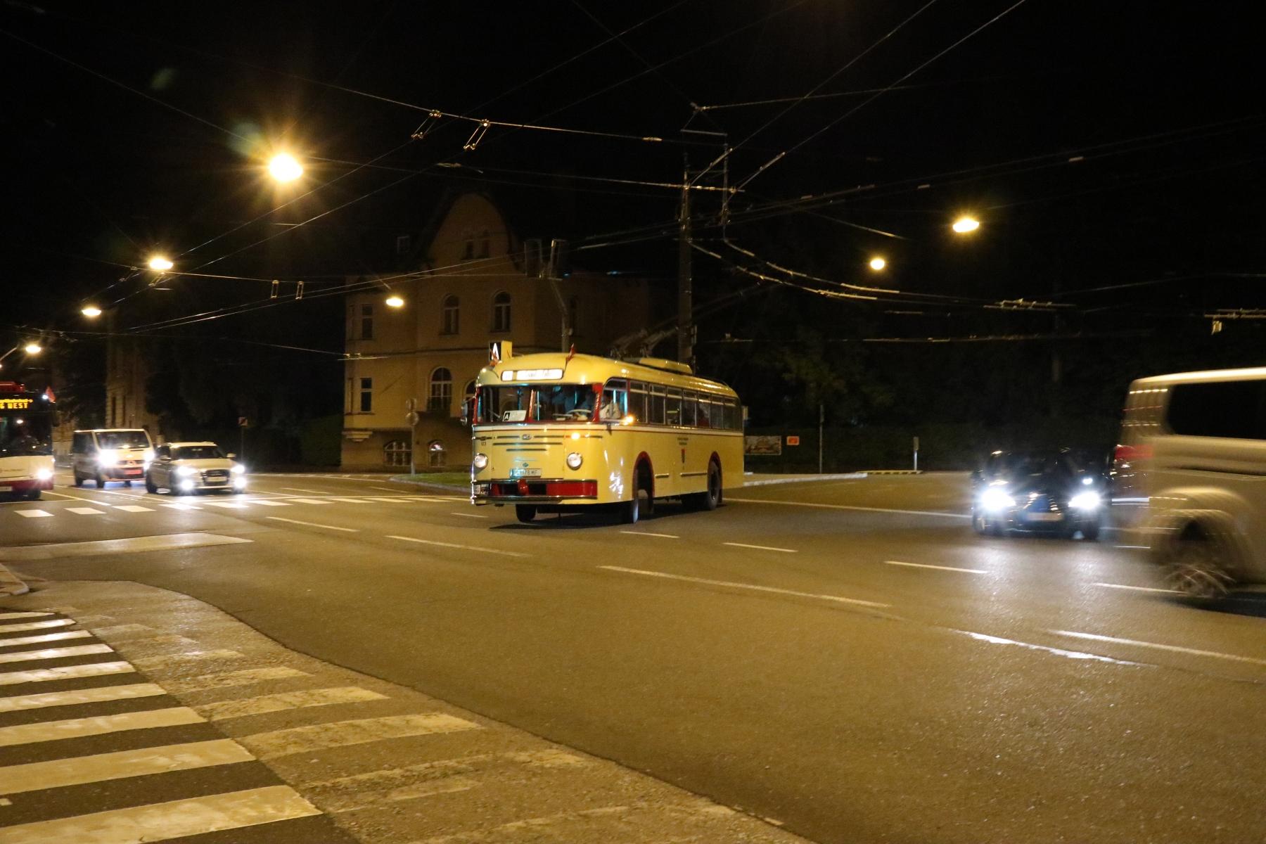 Obus 123 am Dr.-Franz-Rehrl-Platz, Foto: Phillip Meilinger