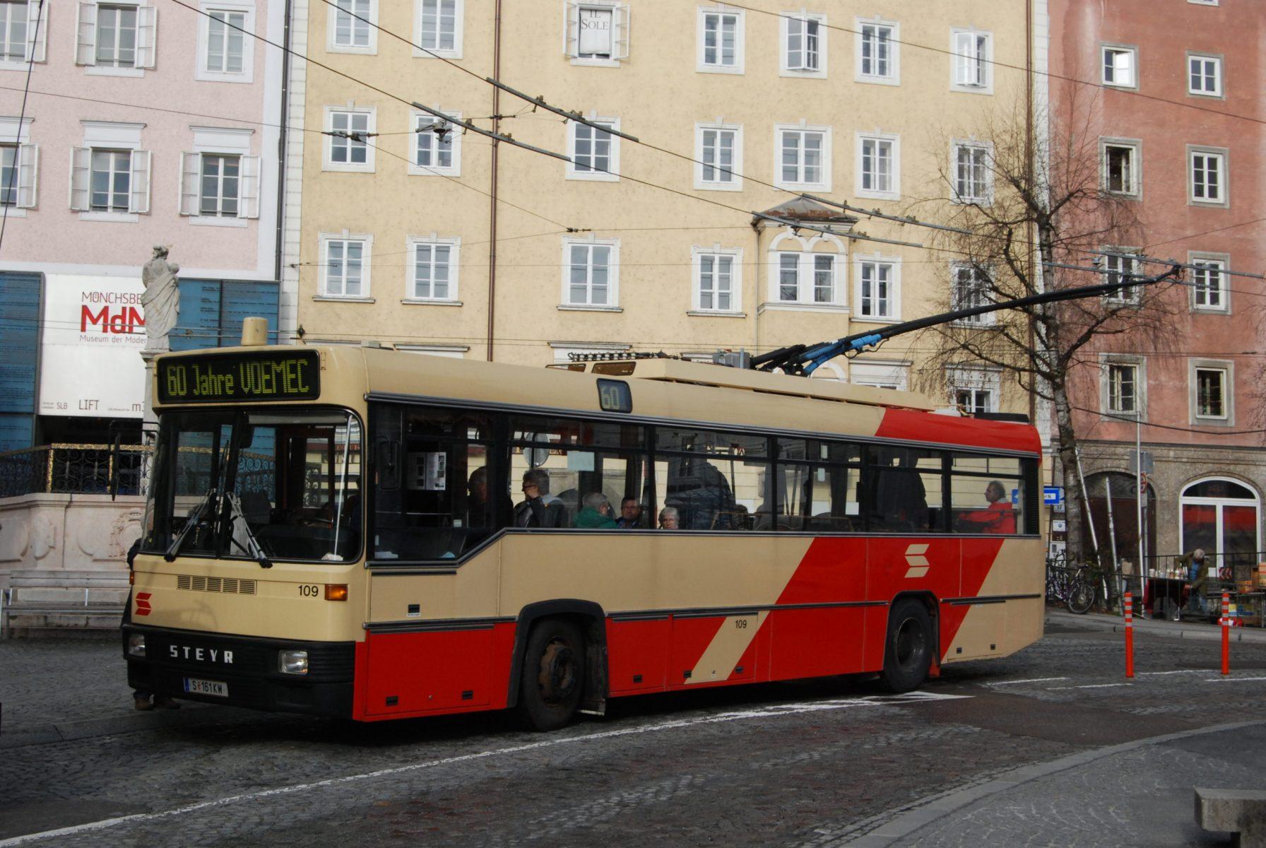 Obus 109 am Anton-Neumayr-Platz. Foto: Wolfgang Proisl