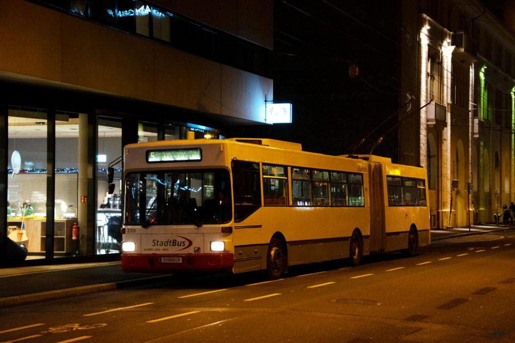 Obus 220 in der Fanny-von-Lehnert-Straße